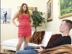 это короткие секс ролики огромным членом лезбиянки рыженькая блондиночка